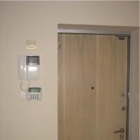 У выхода кнопка «Выключить всё» - отключает свет и выбранные розетки (например – для утюга) во всей квартире одним нажатием